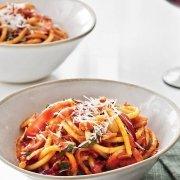 Bucatini Amatriciana pastagerecht guanciale pecorino tomaten