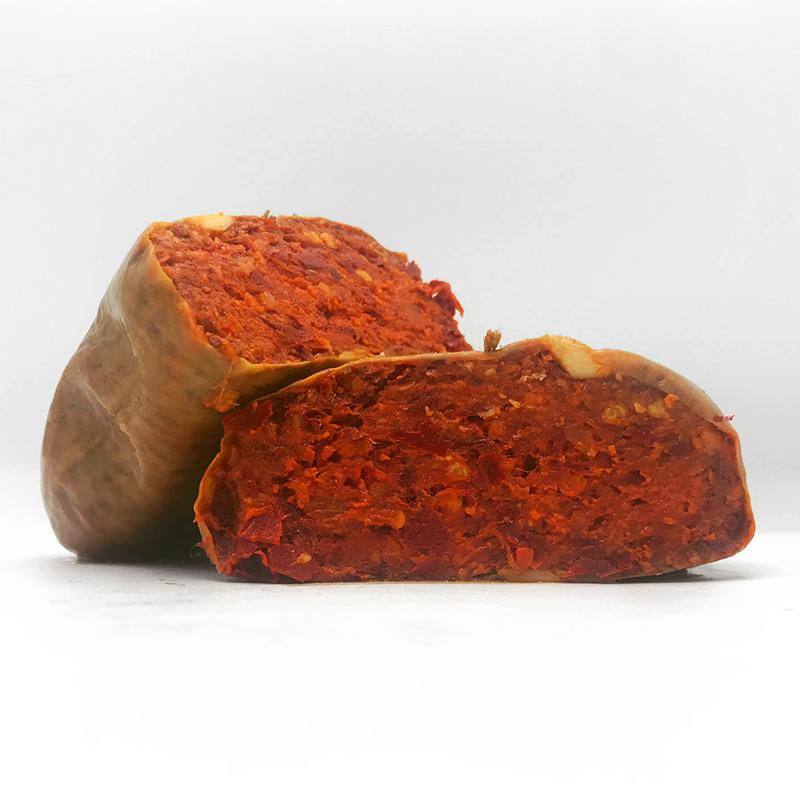 Nduja Nero Calabrese. Pittige smeerbare salami uit Calabrië. Heerlijk op een warme crostini, pizza of door de pasta.